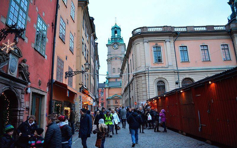 Mercado Navideño de Stortorget y Catedral al fondo