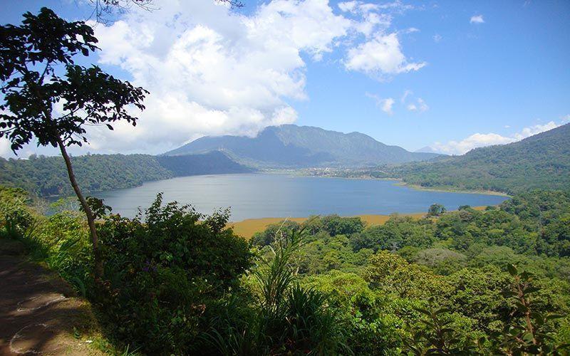 Danau Buyan y Tambligan