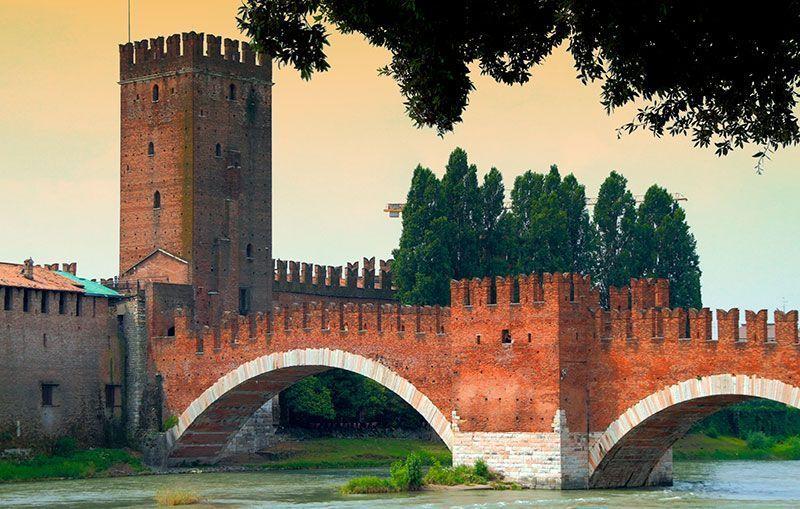 Puente Scaligero y castillo verona