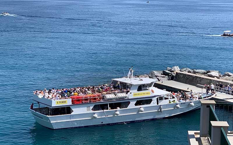 Barco Cinque Terre pueblos