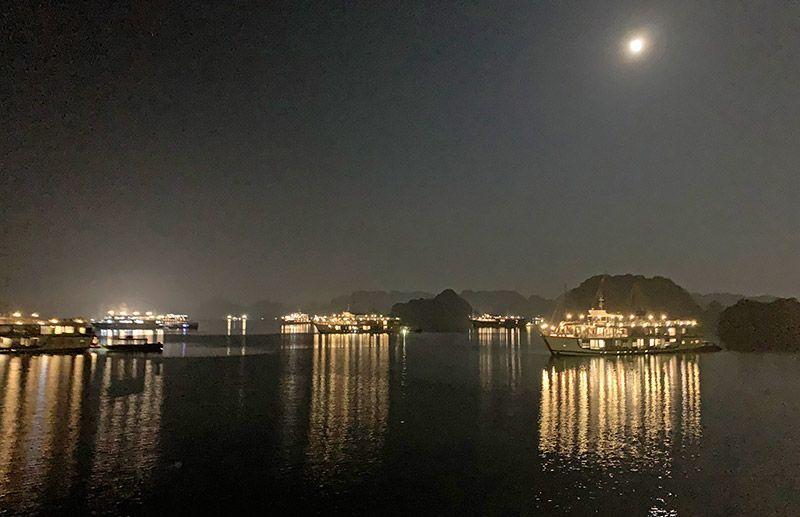 Noche en la Bahía de Halong