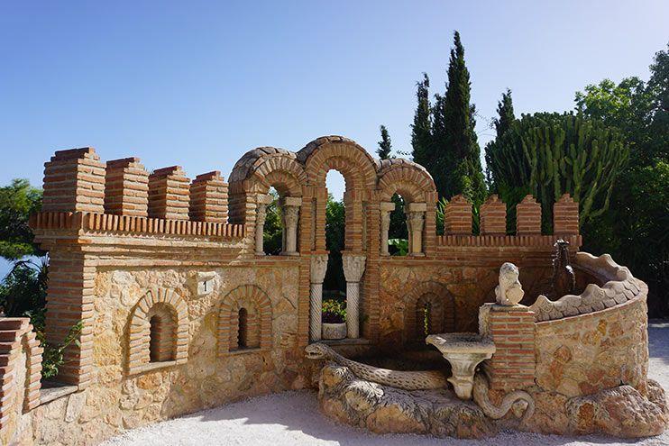 Fuente de la Culebra castillo de colomares