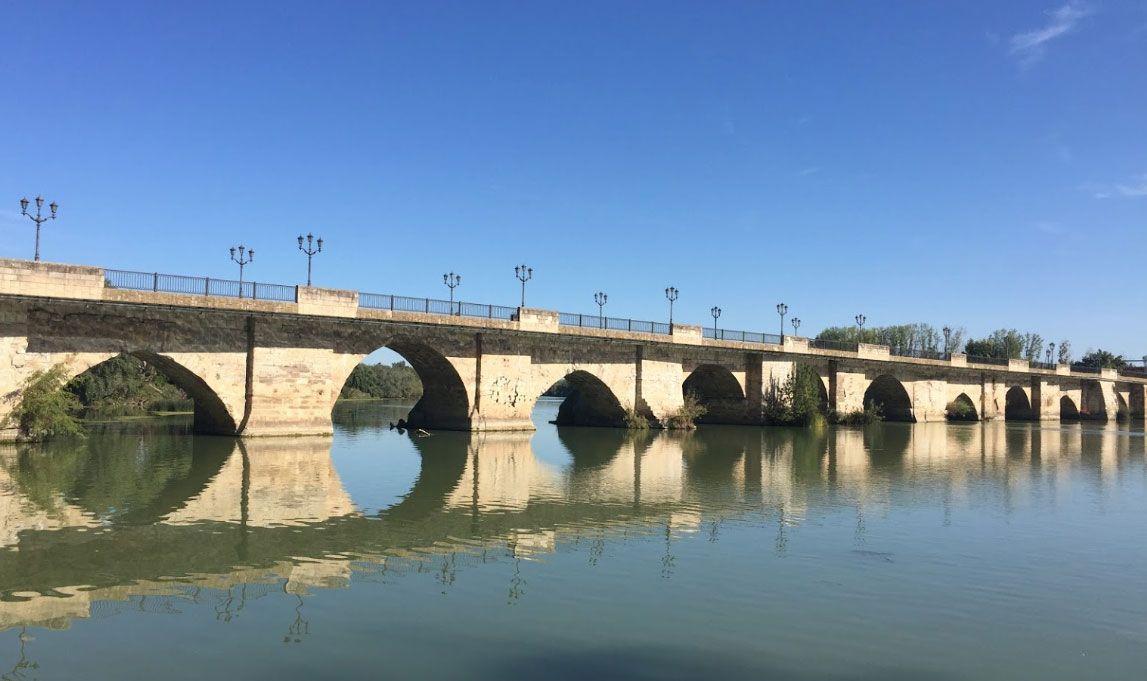 Puente sobre el río Ebro