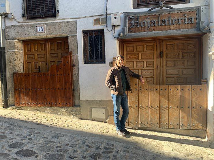 Que ver en Candelario: las batipuertas